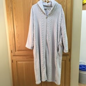 Karen Neuberger zip front hooded robe